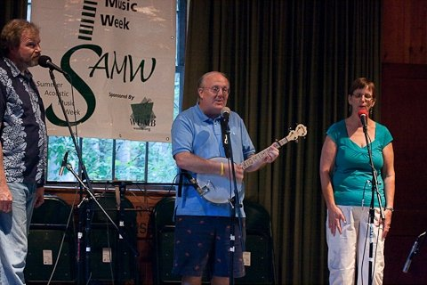 mike delaney with kathy danielson and tom maynard at samw august 2009.jpg